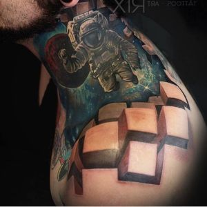 tatuaje 3D austronauta
