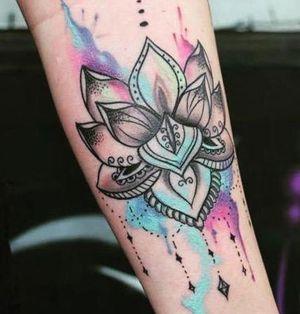 tatuaje acuarela loto