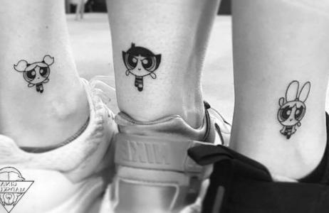 amigas tatuadas