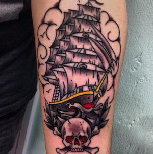 tatuaje de barco y calavera