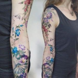 tatu en brazo para mujeres
