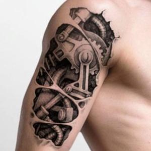 tatuaje en el brazo biomecanico