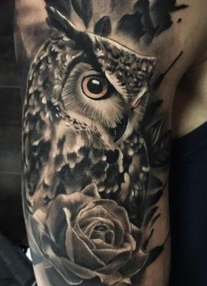 tatuaje de buhos para hombre