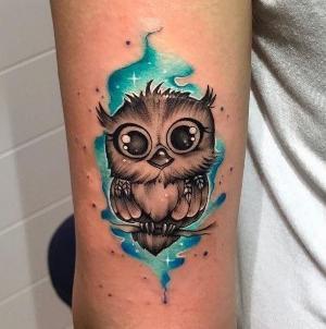 tatuaje en el brazo de buho