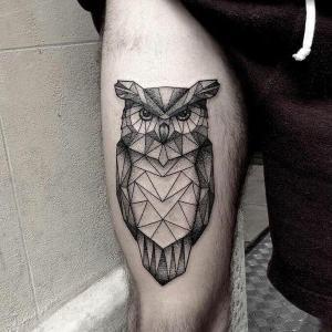 tatuaje geometrico de buho