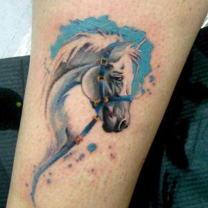 tatuaje watercolor de caballo