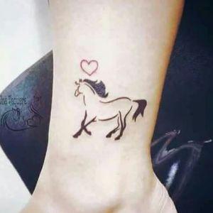 tatuajes pequeños de caballos