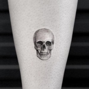 tatuaje pequeño de calavera
