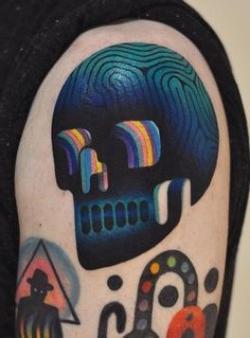 tatuaje psicodelico de calavera