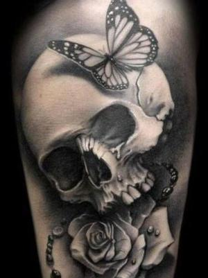 tatuaje realista de calavera