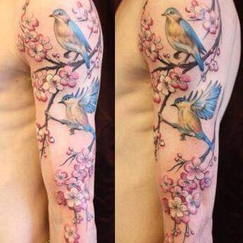 foto de tatuaje de flor de cerezo en el brazo