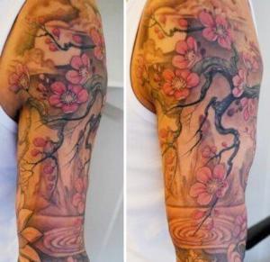 tatto brazo hombre flor cerezo