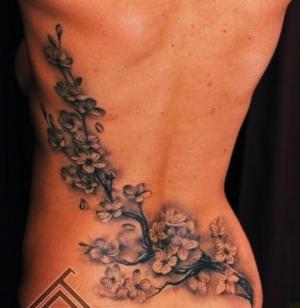 tatuaje de flores de cerezo para mujer