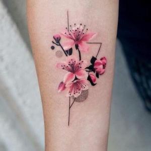 tatuajes femeninos de flor de cerezo