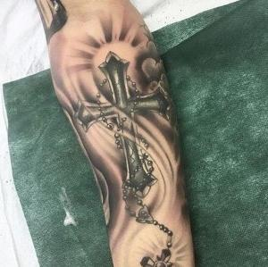 imagen de tatuaje de cruz