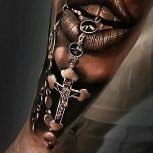 tattoo de cruz realista