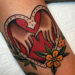 tatuaje de amor old school