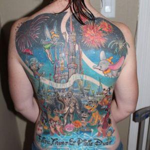 tatuaje disney en la espalda