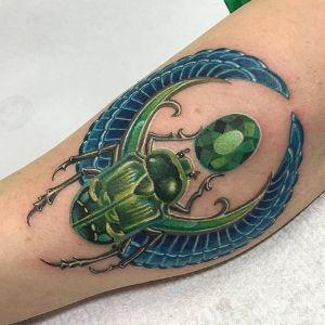 tatuaje egipcio escarabajo
