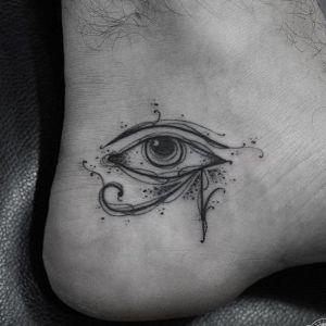 tatuaje egipcio pie
