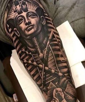 tatuaje realista egipcio