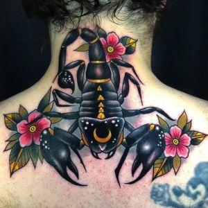 tatu de escorpion