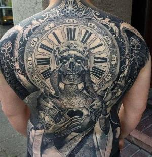 tatu en la espalda