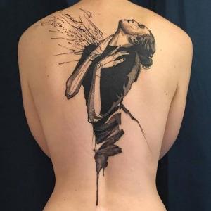 tatuaje boceto en la espalda