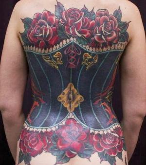 tatuaje corpiño espalda