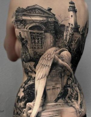 tatuaje en espalda realista