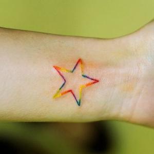 tatuaje delicado de estrella