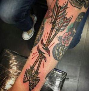 Tatuajes de flechas de la vieja escuela