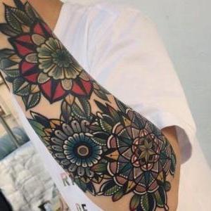 tatuajde de flores para hombre
