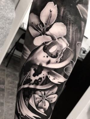 tatuaje de flores para hombre
