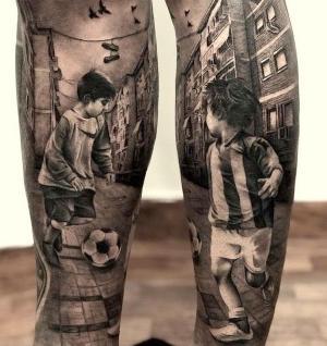 tatuaje niños jugando al futbol