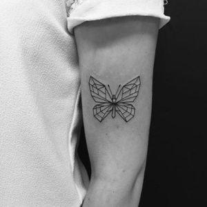tatuaje de mariposa geometrici¡o