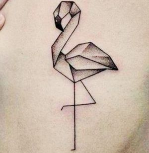 tatuaje geometrico de flamenco