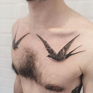 tatuaje de golondrinas para hombre