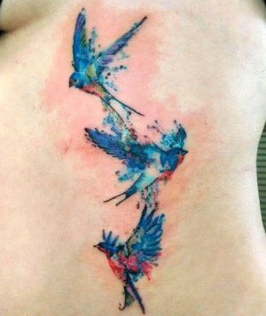 tatuajes acuarela de golondrinas