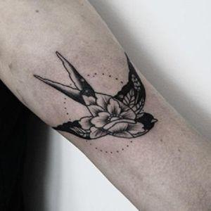 tatuajes bonitos de golondrinas