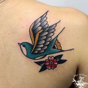 tatuajes lindos de golondrinas