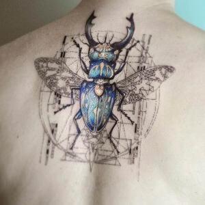 diseño de tattoo en la espalda