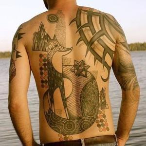 ideas de tatuajes para hombres en la espalda