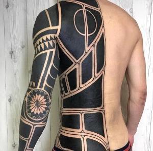tattoo para hombre blakwork