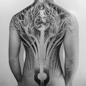 tatu en la espalda para hombre