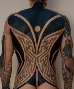 tatuaje para hombres blackwork