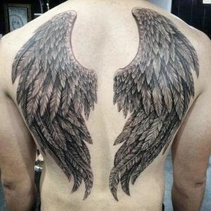 tatuaje para hombres en espalda