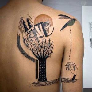 tatuaje surrealista en espalda