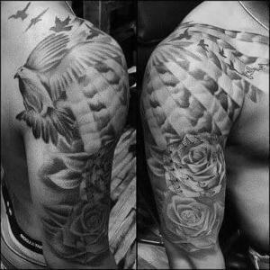tattoo en el hombro negro