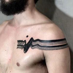tatuaje en el hombro de Kat Alden